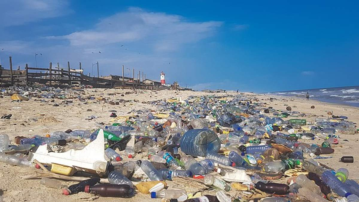 298416-800px-plastic_pollution_in_ghana